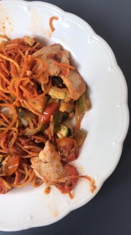 Salade gegrilde kip met pompoenpasta